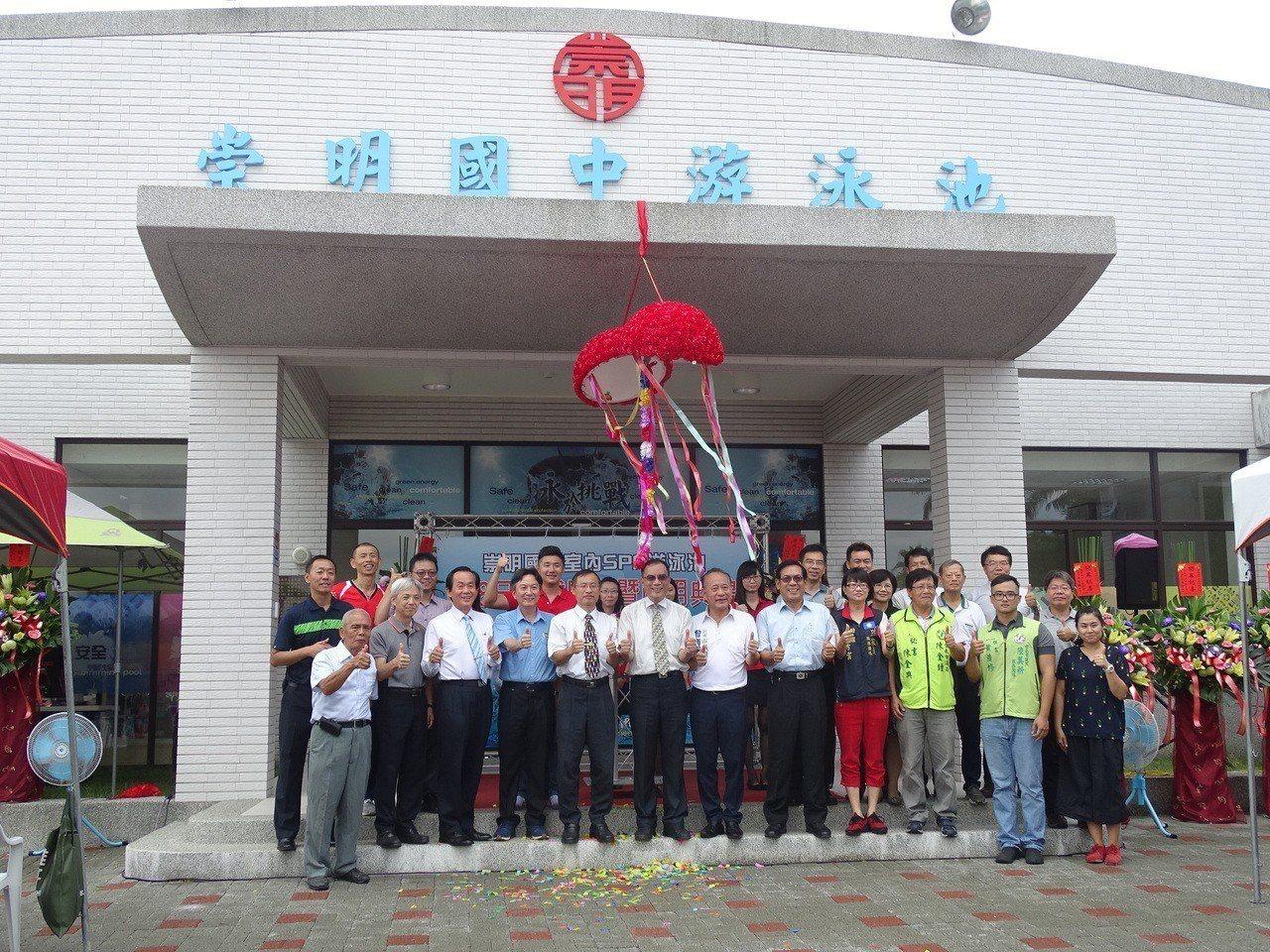 台南東區崇明國中泳池今天啟用。圖/教育局提供