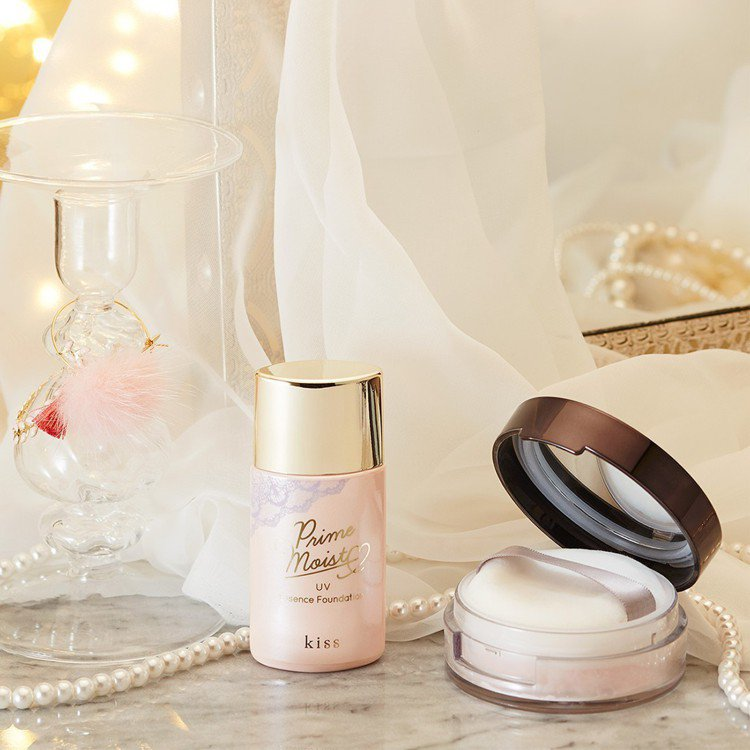kiss底妝系列將於9月登台開賣,圖左為kiss蜜糖肌潤澤精華UV粉底液、右為k...