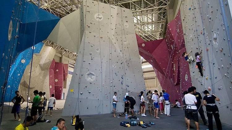 喜愛極限運動的玩家,可以到布城挑戰公園體驗攀岩等運動。圖/馬來西亞觀光局提供