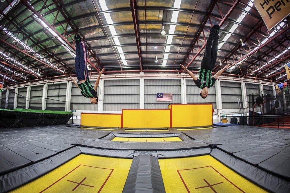 Jump Street Trampoline Park彈跳床樂園是最大的室內彈跳...