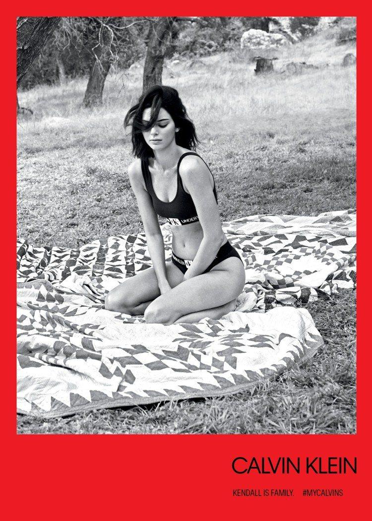 坎達爾珍娜的#MYCALVINS系列有健康自然的舒放感。圖/CALVIN KLE...