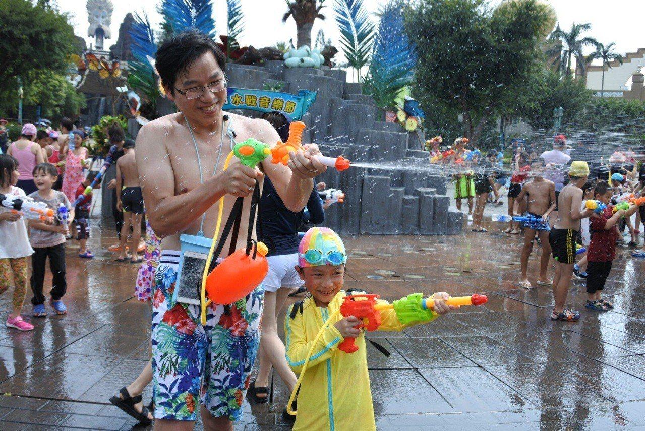 全台唯一水戰音樂節,適合炎熱夏天全家人一起同樂。圖/六福村提供