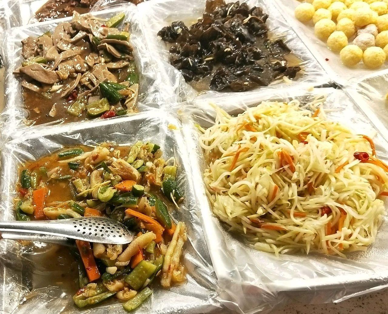 消費者購買市場與大賣場熟食時,要注意這些食物的相關衛生條件。圖/台灣消保會提供