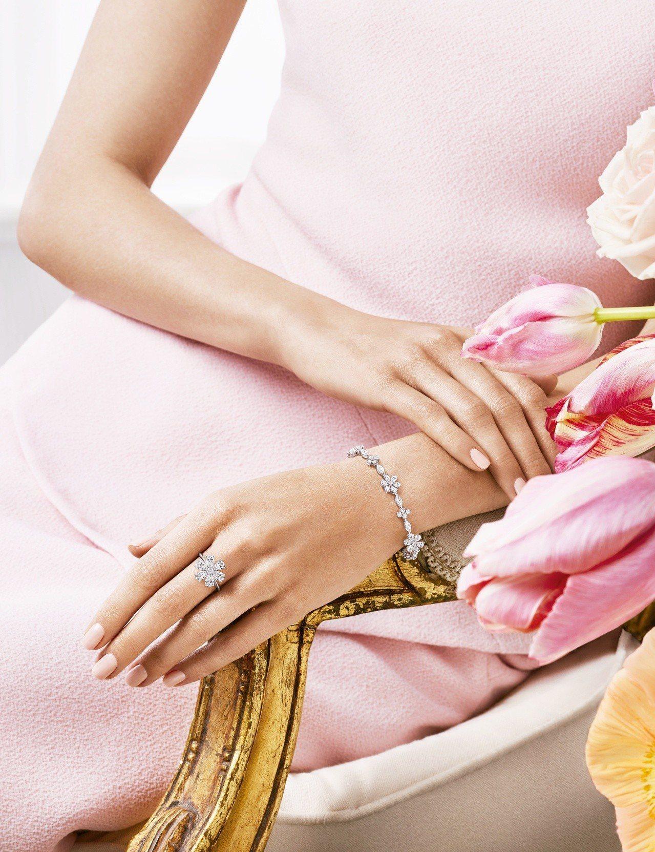 海瑞溫斯頓 勿忘我Forget-Me-Not鑽石手鍊和戒指。圖/Harry Wi...
