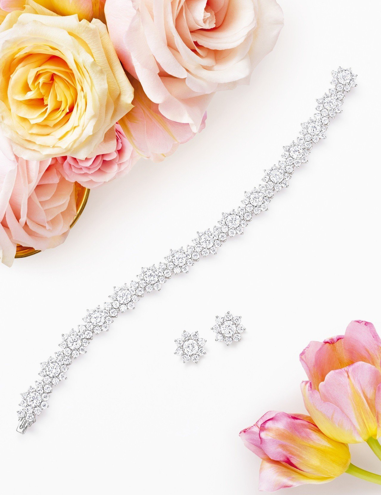 海瑞溫斯頓 Sunflower鑽石手鍊及耳環。圖/Harry Winston提供