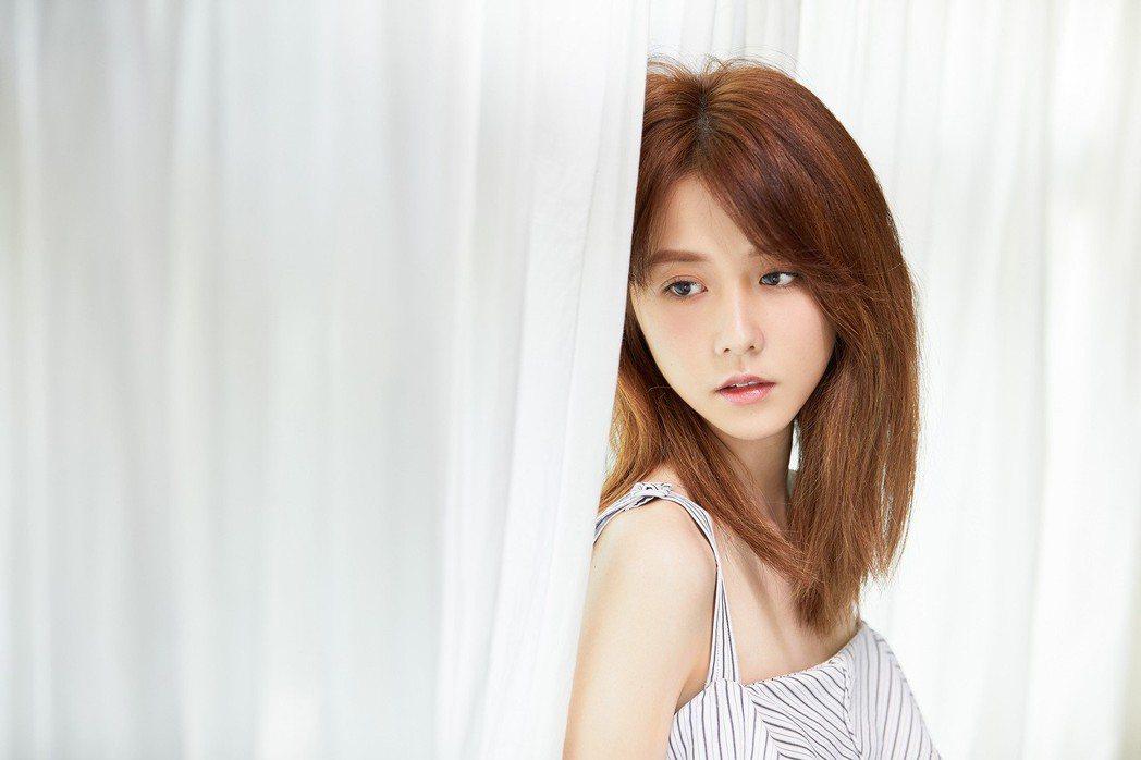 邵雨薇在MV中挑戰一秒落淚的精湛演技。圖/寬宏藝術提供