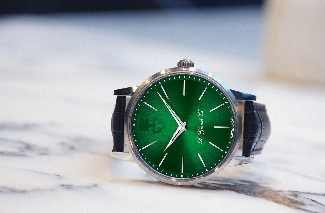 崑崙表La Grande Vie 系列自動上鍊鈦金屬腕表綠色款,12萬2,000...