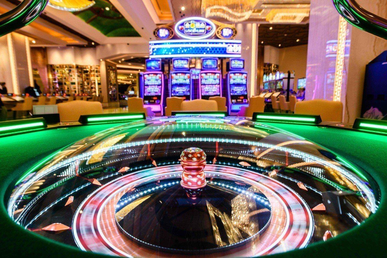澳門的米高梅賭場內部金碧輝煌,是賭場經濟的縮影。法新社