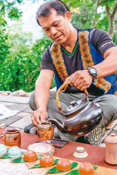 高雄桃源寶山部落今年推出「山之道─品味部落野趣茶席」創新遊程,結合旅遊及茶席體驗...