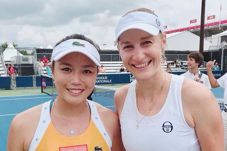 詹詠然本周轉戰蒙特婁女網賽再換搭檔,改與世界女雙排名第5名的瑪卡洛娃合作,順利闖...