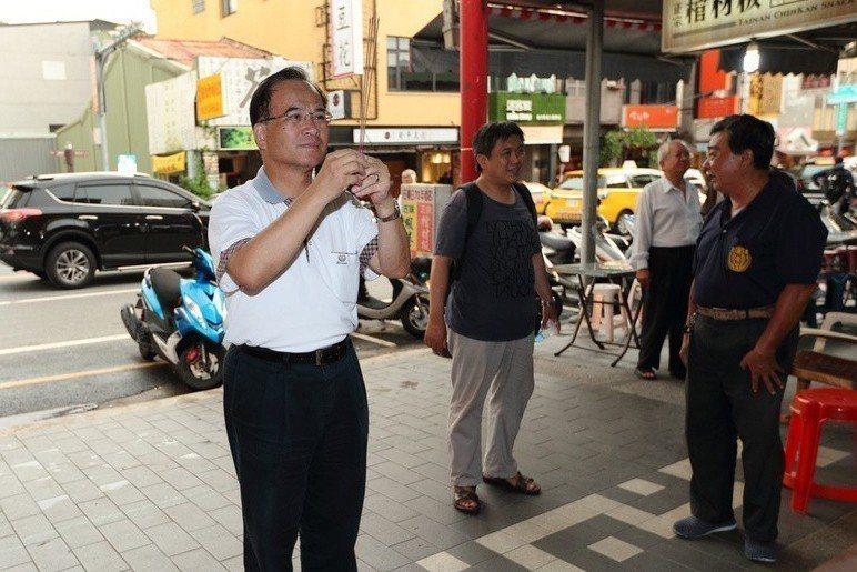 蘇煥智(左)先以無黨籍身分參選台北市長,後又改選台南市長。 圖/蘇煥智陣營提供