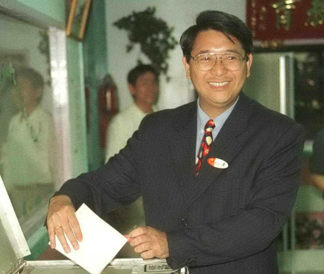 林志嘉1997年脫黨參選台北縣長落敗,圖為當年他前往投票所投票。 圖/聯合報系資...