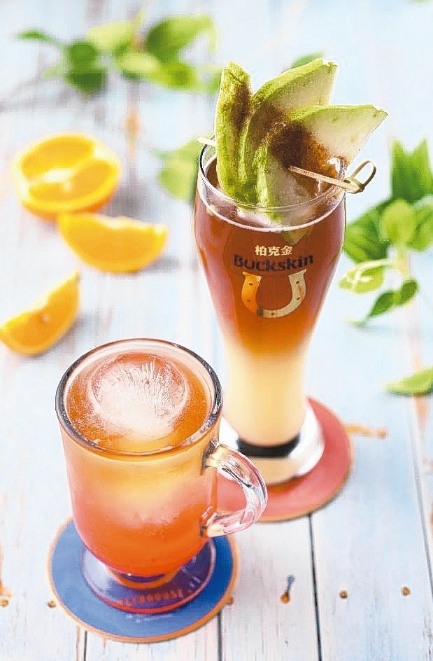 BUCKSKIN BEERHOUSE推出「夏季限定調酒」系列,以啤酒為基底,用冰...