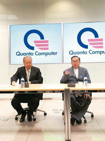 廣達董事長林百里(右)昨說AI太好玩了,有很多發展。圖左為副董事長暨總經理梁次震...