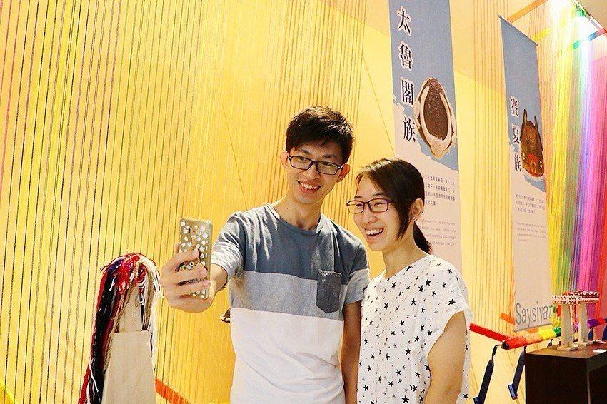 繽紛浪漫氛圍吸引遊客駐足拍照打卡。 十三行博物館/提供