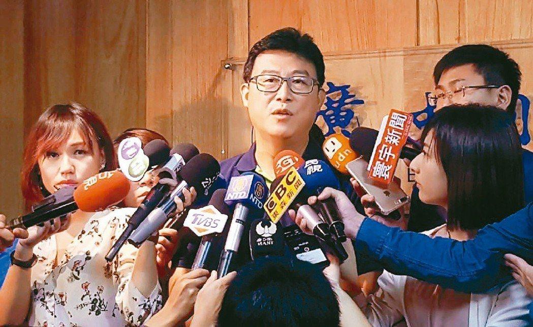 面對競爭對手柯文哲,台北市長參選人姚文智陷入苦戰。圖╱聯合報系資料照片