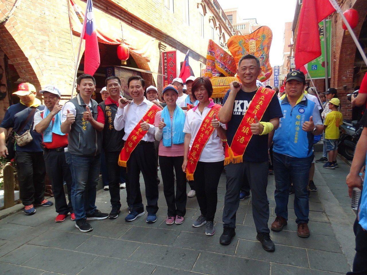 國民黨徵召現任立委楊鎮浯(前右二),挑戰爭取連任的陳福海。圖/聯合報系資料照片