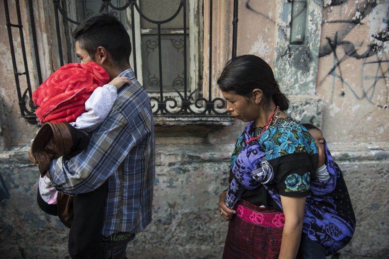 結束骨肉分離,瓜地馬拉移民兒童與父母團圓。 美聯社
