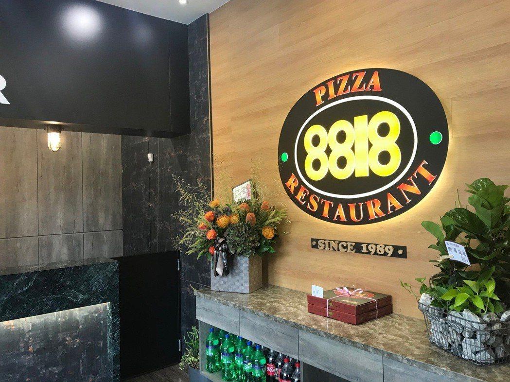 8818美式餐廳永康店,完整呈現當年披薩美食記憶。 張傑/攝影