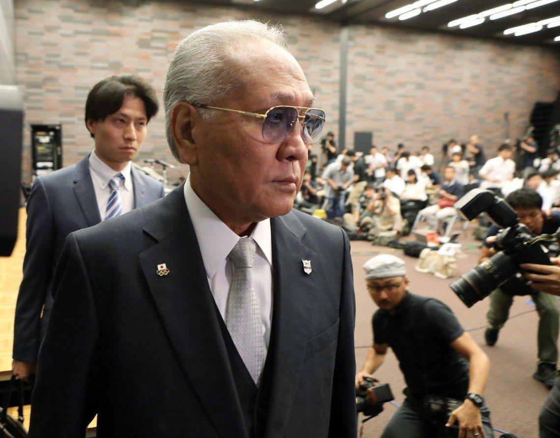 「老婆說要活得快樂一點。」日本拳擊聯盟JABF會長山根明,在8日記者會上宣布辭職...