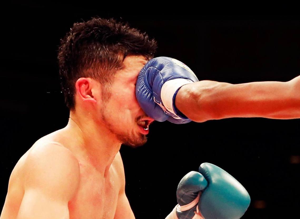 日本拳擊聯盟捲入黑暗疑雲,會長山根明涉嫌挪用選手補助金、施壓裁判干涉比賽。圖為現...