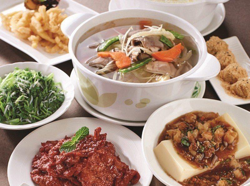 台北福華大飯店蓬萊邨的台式四人合菜。 業者/提供