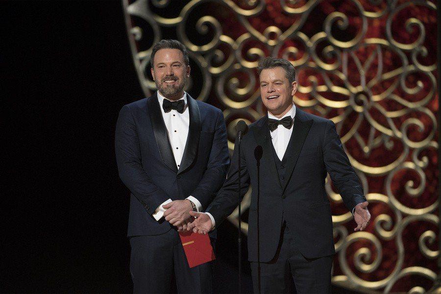 影藝學院決定將縮短頒獎典禮節目的時間,並新增「受歡迎電影卓越成就獎」,給予賣座電
