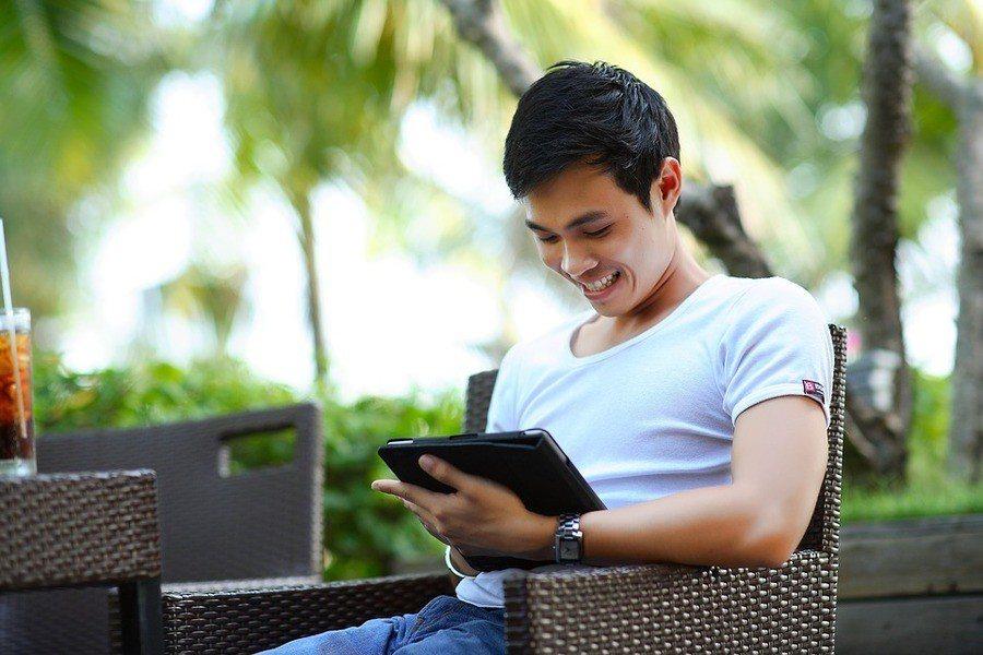研究發現在較不易被拒絕的情況下,有25%的人會在網路找比自己條件更好的對象。(p...