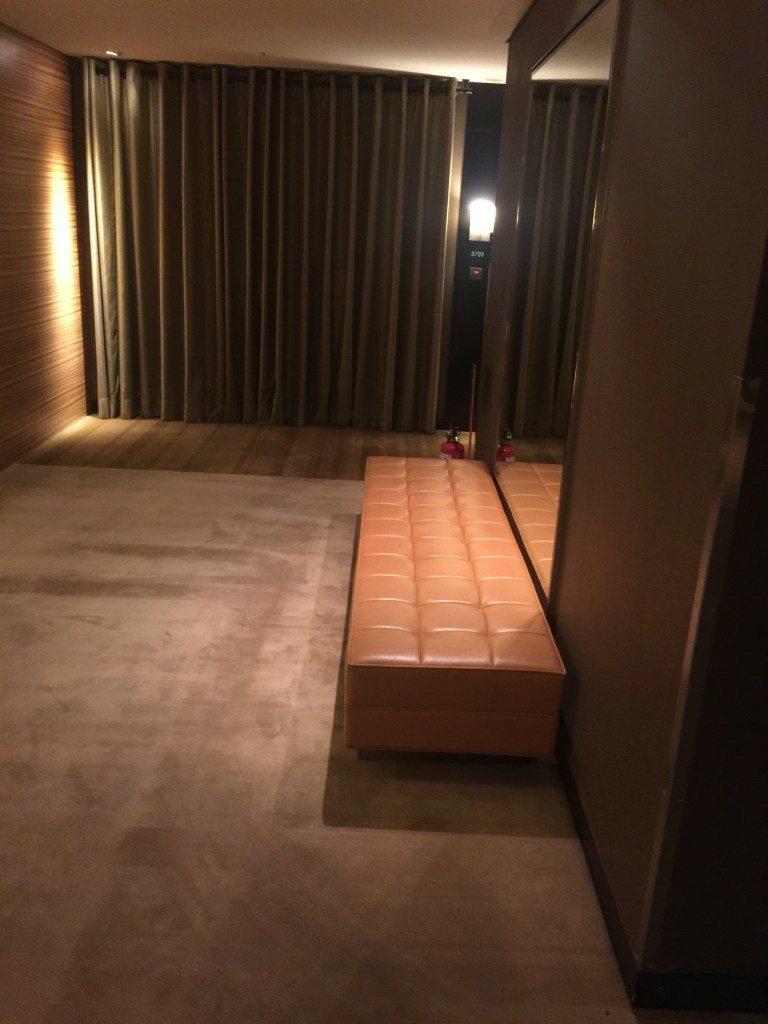梯廳空間,可以坐著等電梯 ,椅子質感不錯 圖文來自於:TripPlus