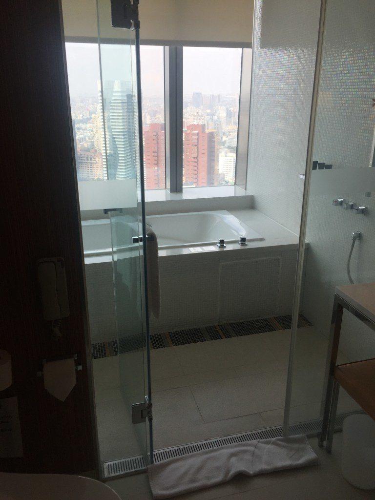 超棒的浴缸,泡澡賞景再來杯紅酒,真是一大享受 圖文來自於:TripPlus