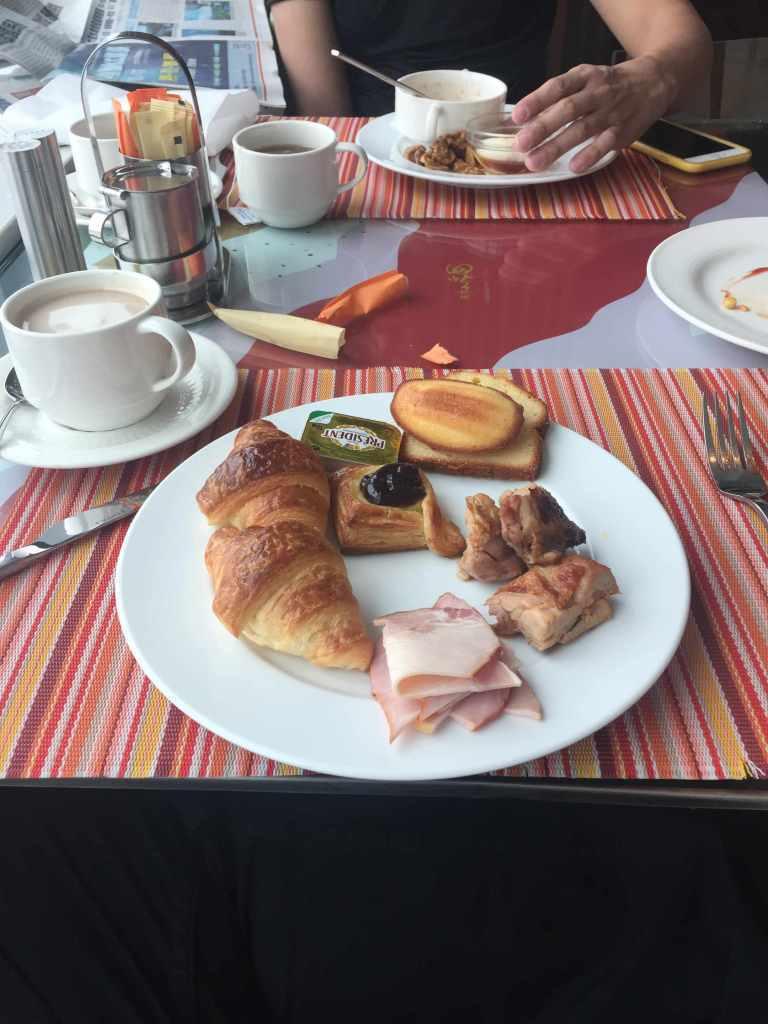 我跟我弟早餐吃得蠻飽的! 圖文來自於:TripPlus