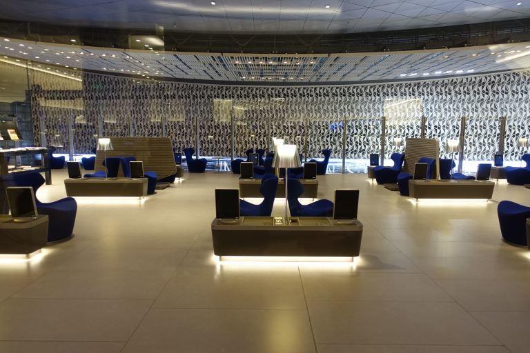 Al Mourjan商務艙貴賓室,果然還是比較空耶 XD 圖文來自於:TripP...