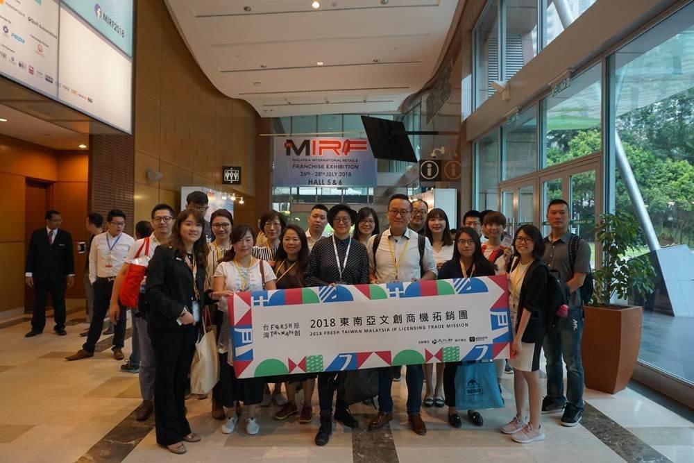 拓銷團隊參訪馬來西亞連鎖加盟展。(圖/文 聯合數位文創提供)