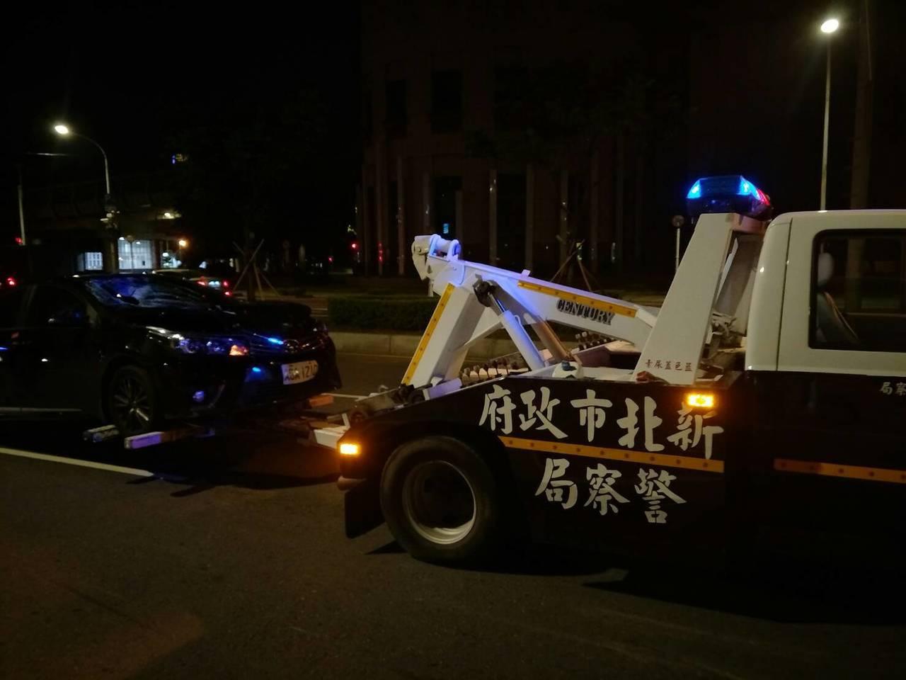李姓男子是菜市場早市員工,今天凌晨1時許要開車到台北市上班,卻不幸發生這起車禍。...
