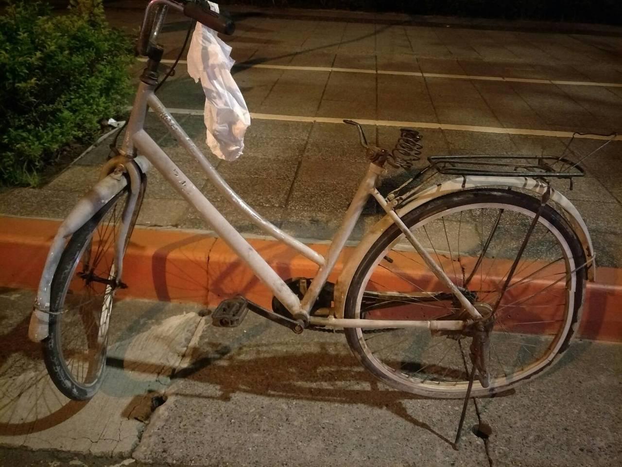 李姓男子是菜市場早市員工,今天凌晨1時許要開車到台北市上班,撞上騎腳踏車的男子。...