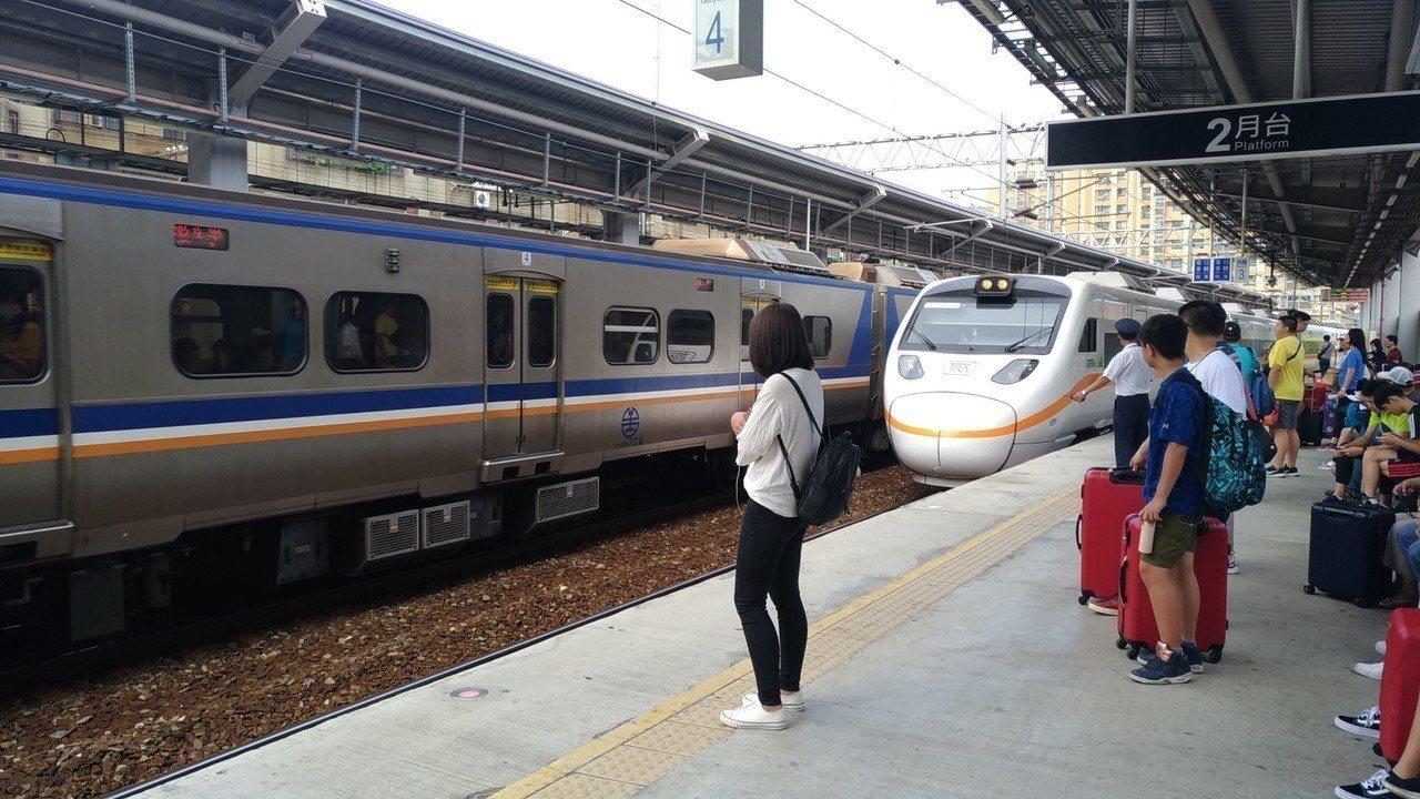 台鐵局為了配合今年高雄、台中新增12車站,預計於今年10月進行年度大改點作業,將...