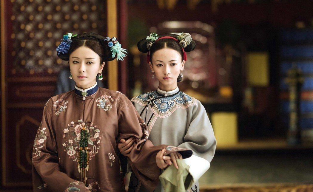 秦嵐(左)在《延禧攻略》飾演優雅善良的富察皇后。圖/八大提供
