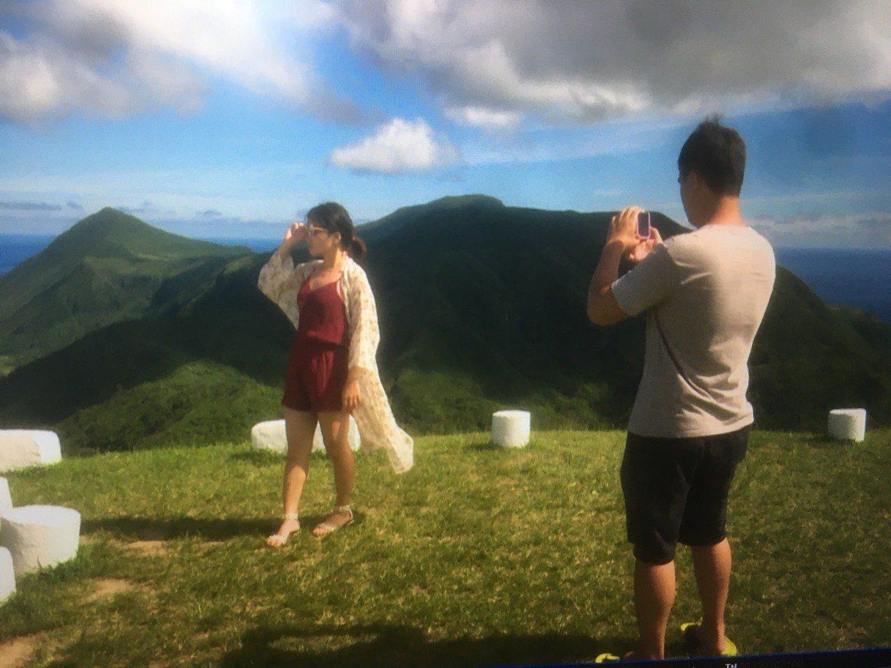 海拔324公尺的蘭嶼氣象站,由於環景視野非常好,吸引不少遊客前來朝聖。圖/讀者提...