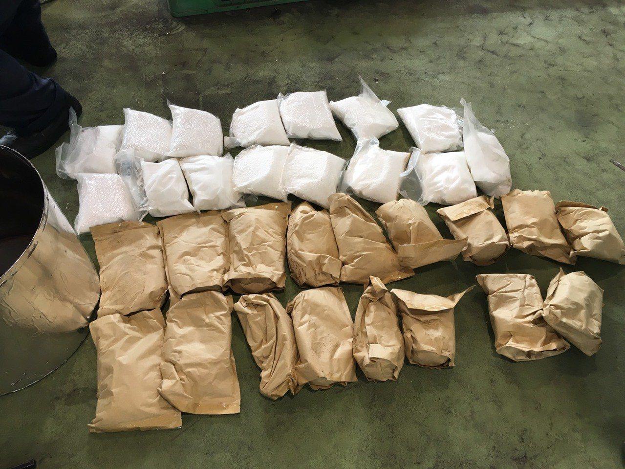 兩岸走私毒品集團從大陸以海運走私毒品來台,將256公斤的K毒藏在油壓頂升缸,被財...