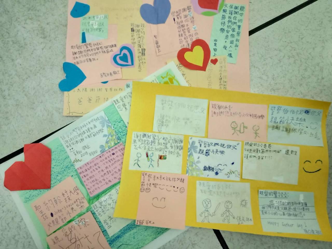 昨天是父親節,大小朋友還特別共同製作祝賀卡片送給淡水分局員警