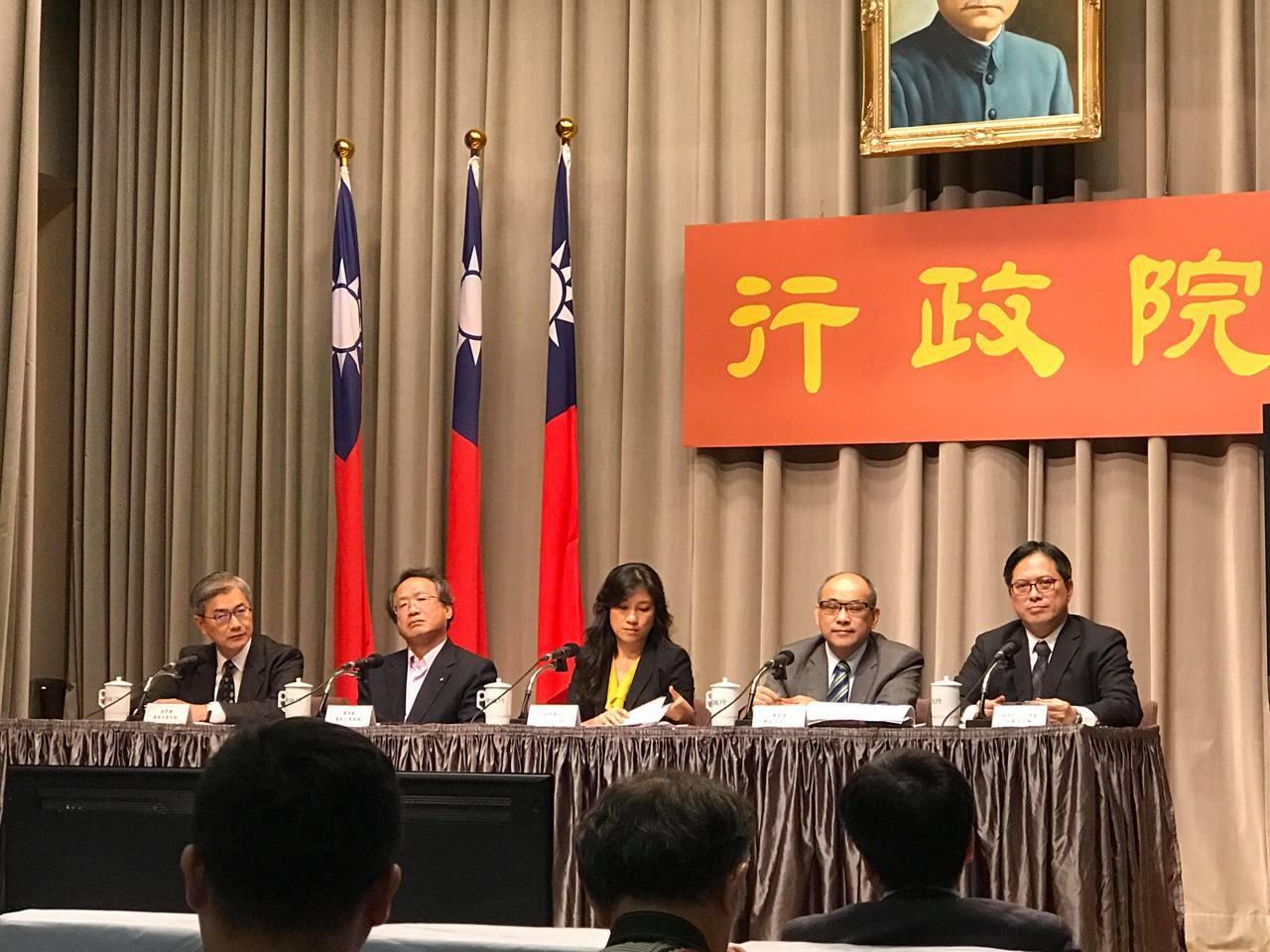 行政院發言人Kolas Yotaka(中)院會後轉述。記者林麒瑋/攝影