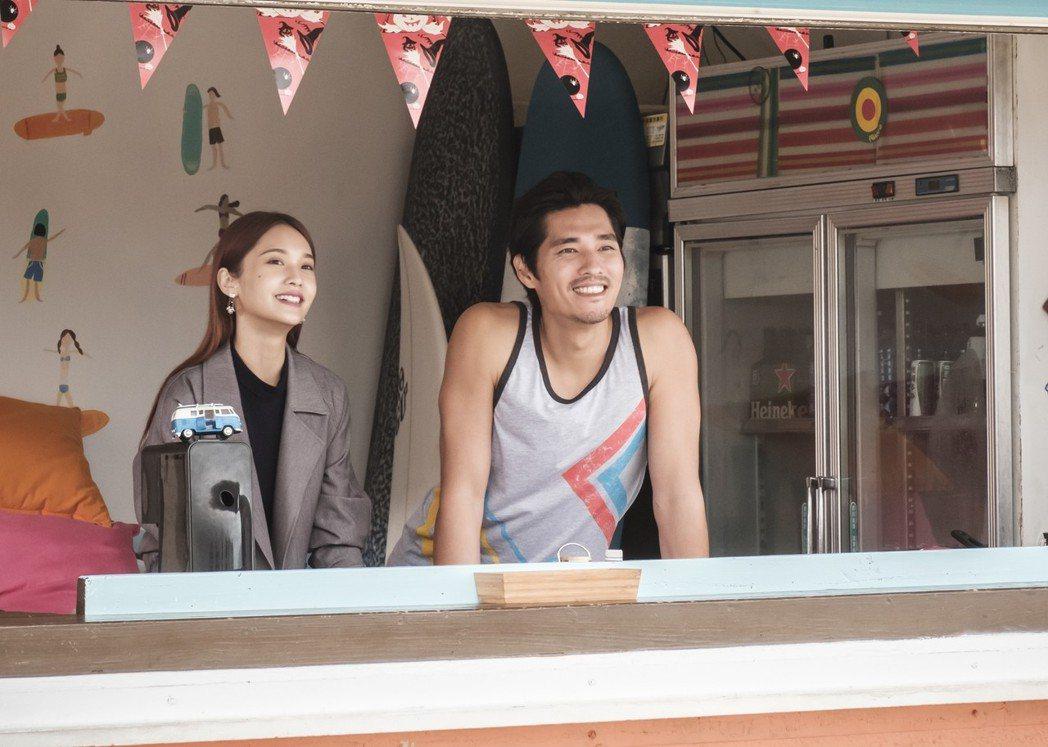 楊丞琳(左)與藍正龍在「前男友不是人」中感情發展受到戲迷關注。圖/八大提供