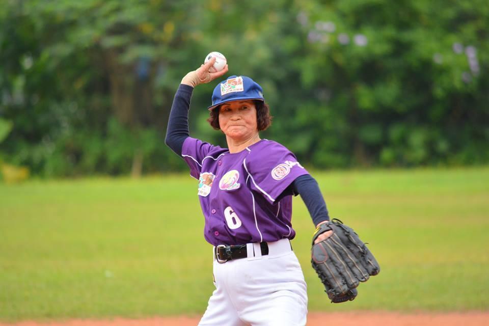 弘道老人福利基金會2012年組成的「不老棒球聯盟」。圖/弘道老人福基金會提供