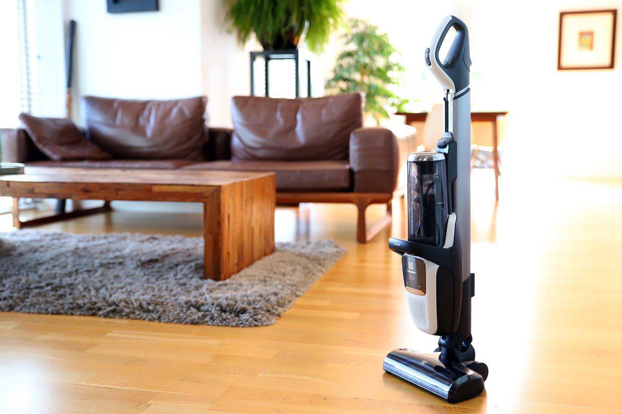 伊萊克斯發布全新設計的Pure F9滑移百變吸塵器,預計9月在台上市。圖/伊萊克...