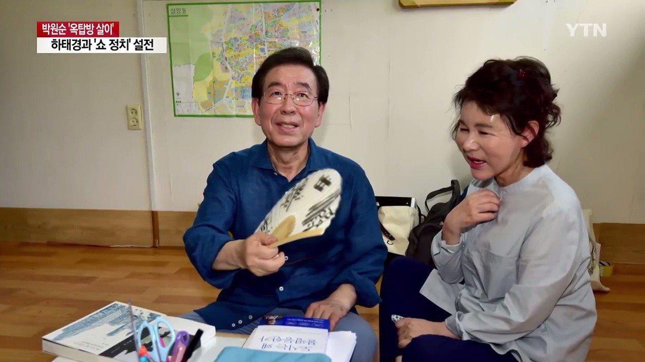 南韓首爾市長朴元淳順利第三度連任後,在7月22日履行競選承諾,與妻子一同搬入頂樓...