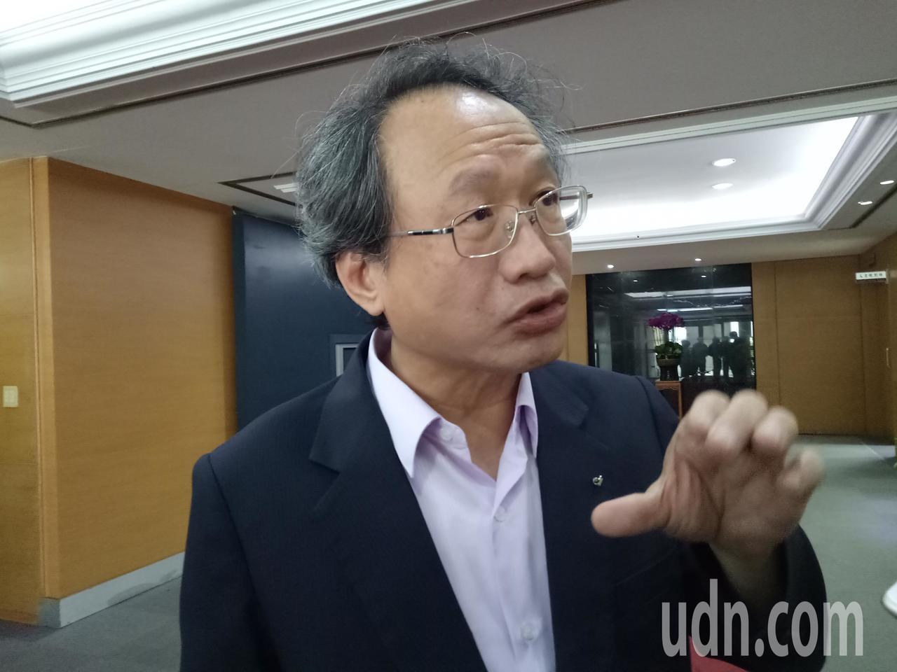 農委會副主委黃金城表示,為預防口蹄疫,農委會在今年七月之前已通令國內的畜牧場、觀...