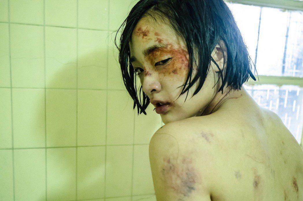 王淨在片中被毆打。圖/多曼尼提供