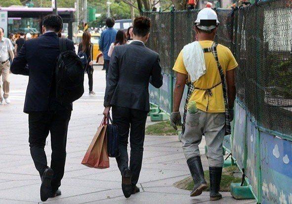 台北市美國商會提案,希望將管理職位的高階白領、新創事業核心人物可排除勞基法對工時...