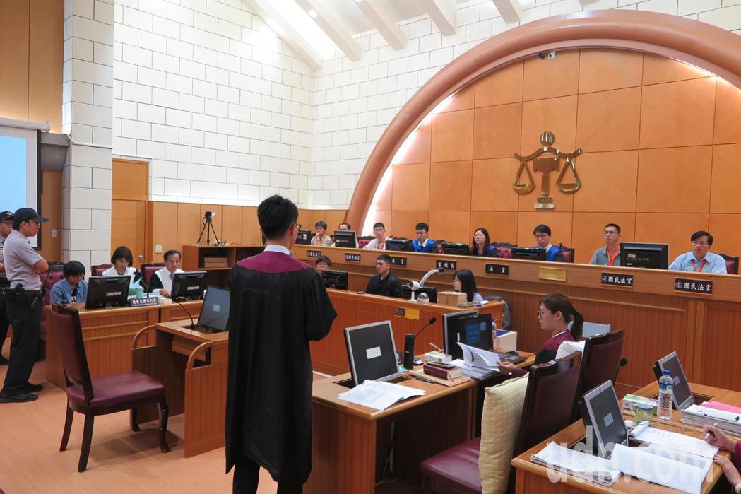 士林地方法院今天舉行參審模擬法庭。記者林孟潔/攝影