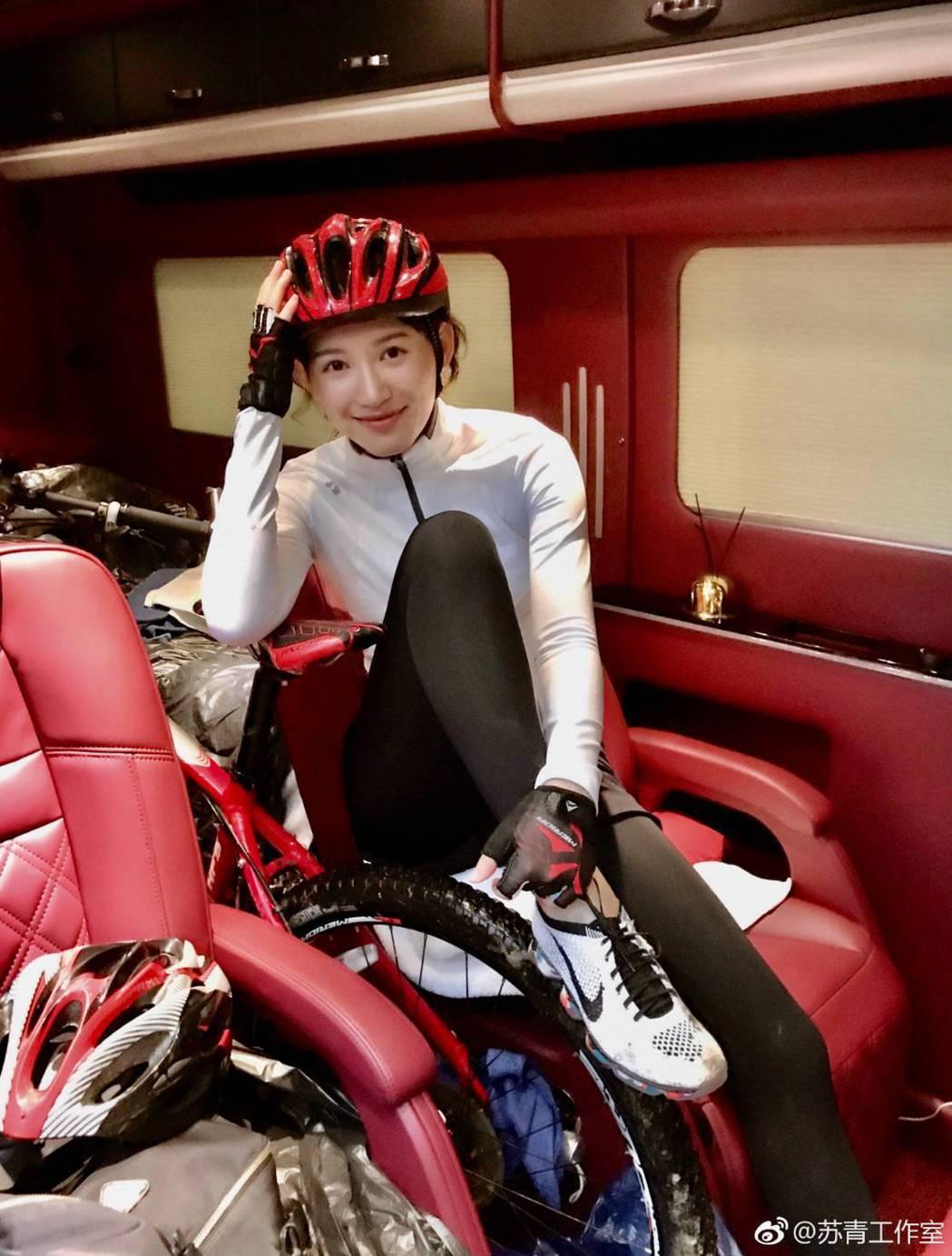 「爾晴」扮演者蘇青私下是運動陽光美少女。圖/摘自微博